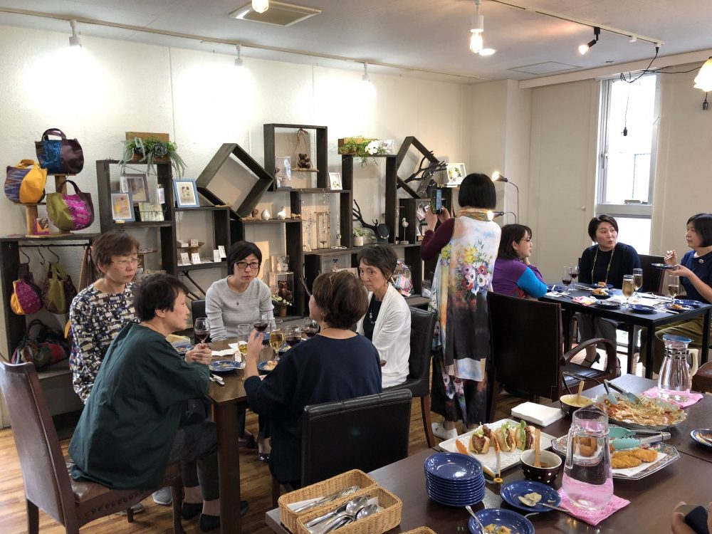BONSのカフェスペースとQue's Style Galley