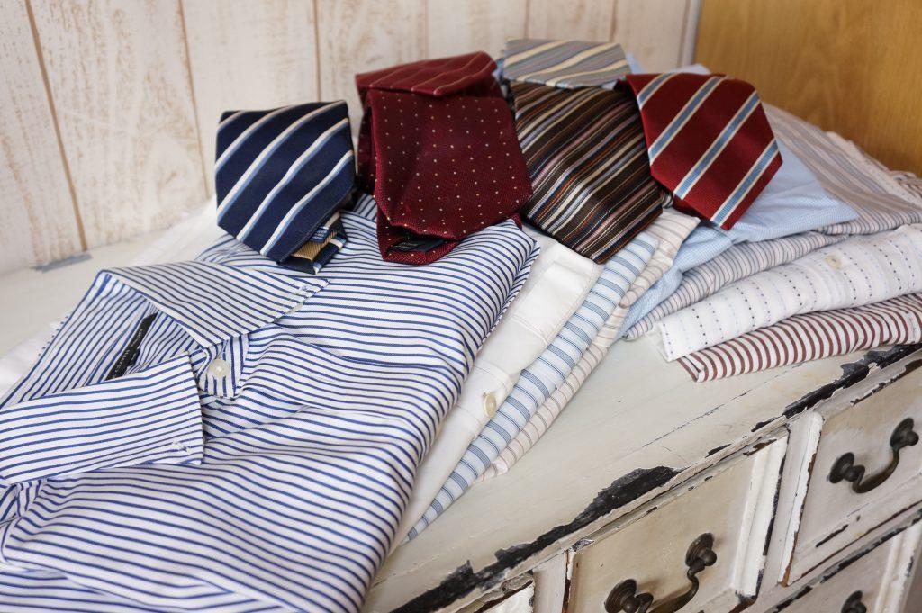 ワイシャツとネクタイのフリルバッグ(リメイクバッグ)