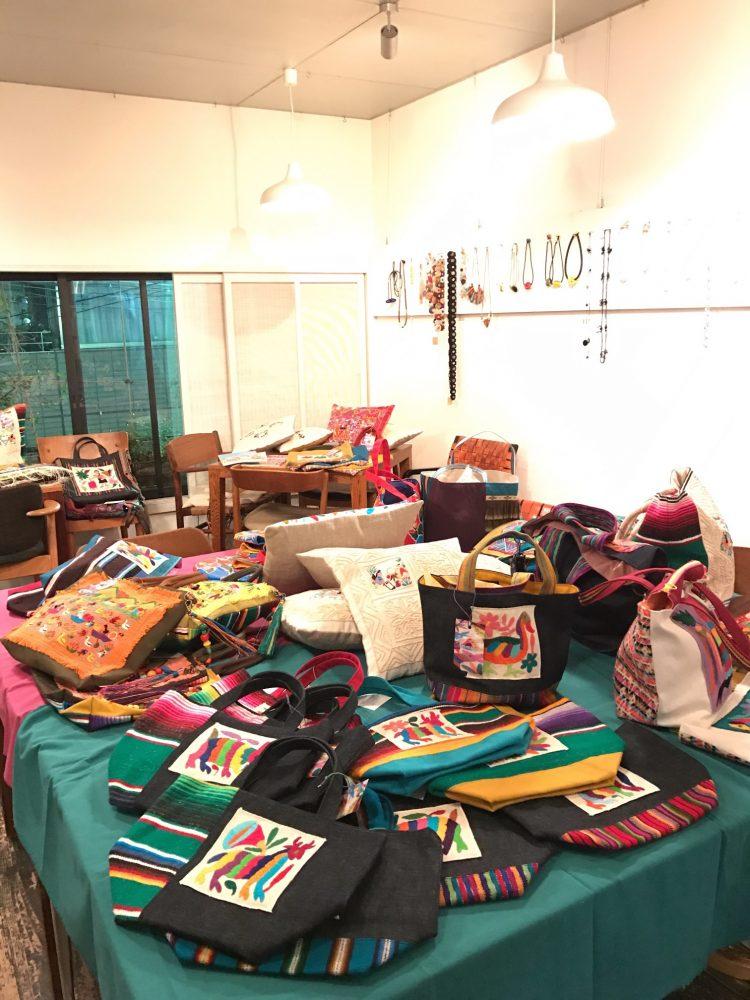 メキシコの手刺繍とラテンカラーのバッグ【ケ・ボニータ展】