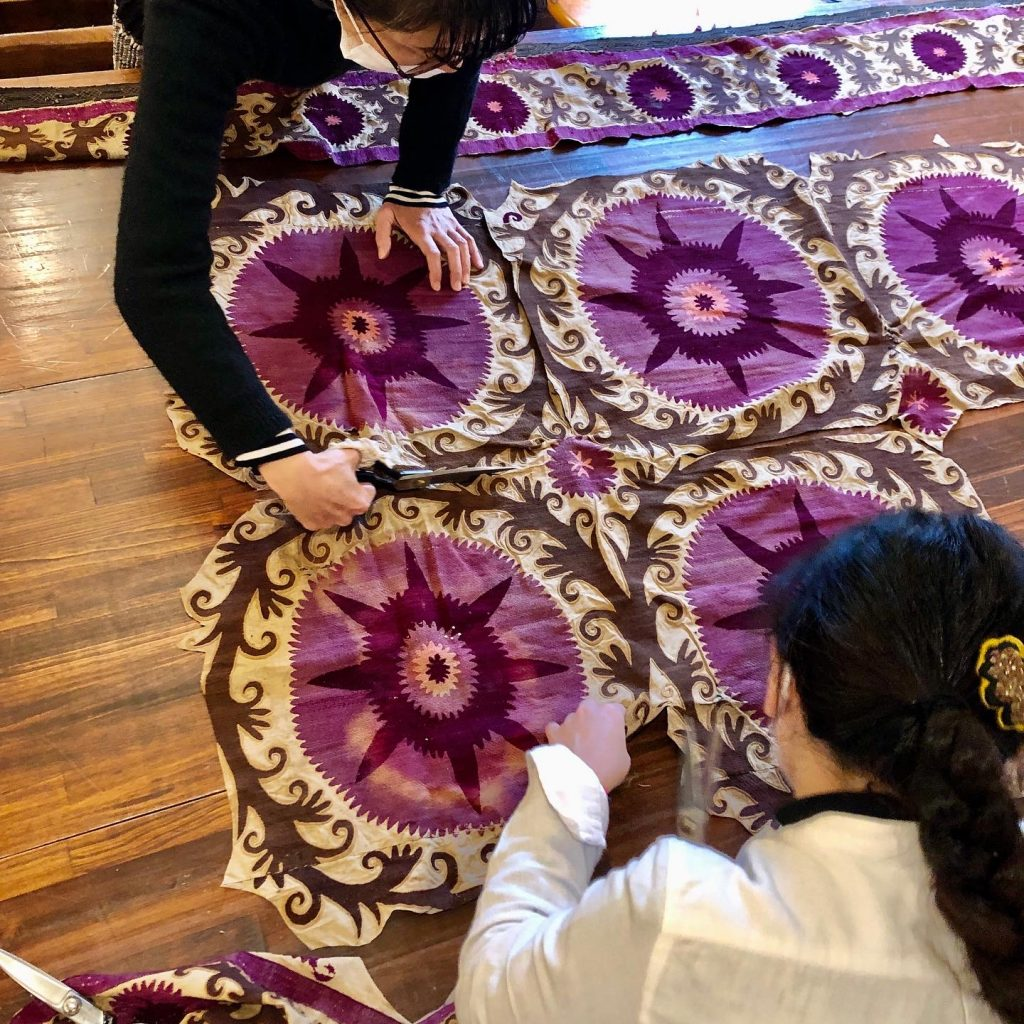 きびる旅|伝統布を未来へつなぐ、ヴィンテージ・スザニを切り刻む会に参加しました。