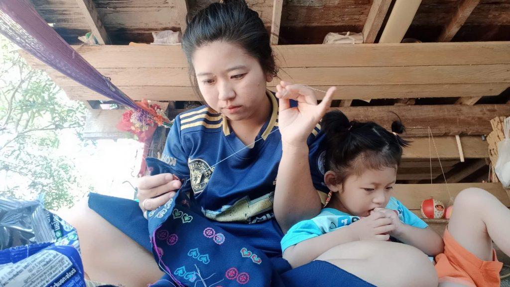 初のアクセサリーはカナコプロデュース。タイから届いた、カラフルで美しい刺繍。kibi-ru ACTION